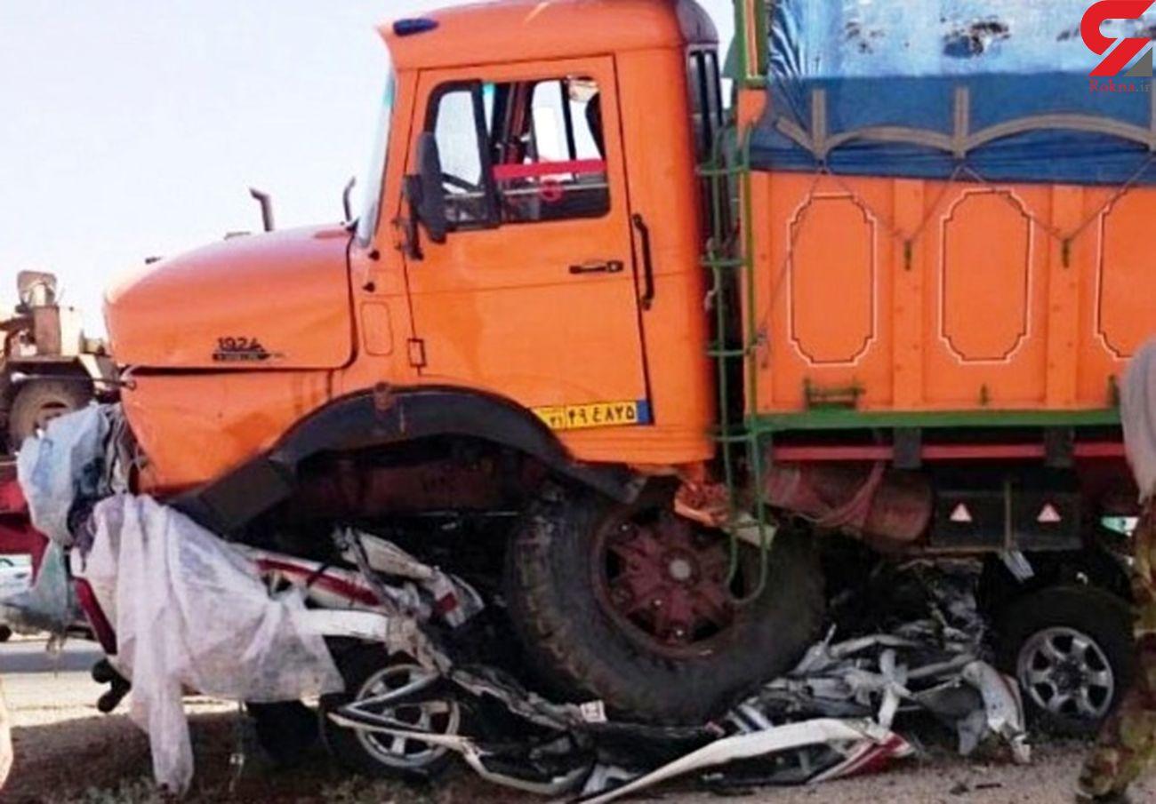 یک کشته حاصل برخورد 2 دستگاه کامیون در زنجان