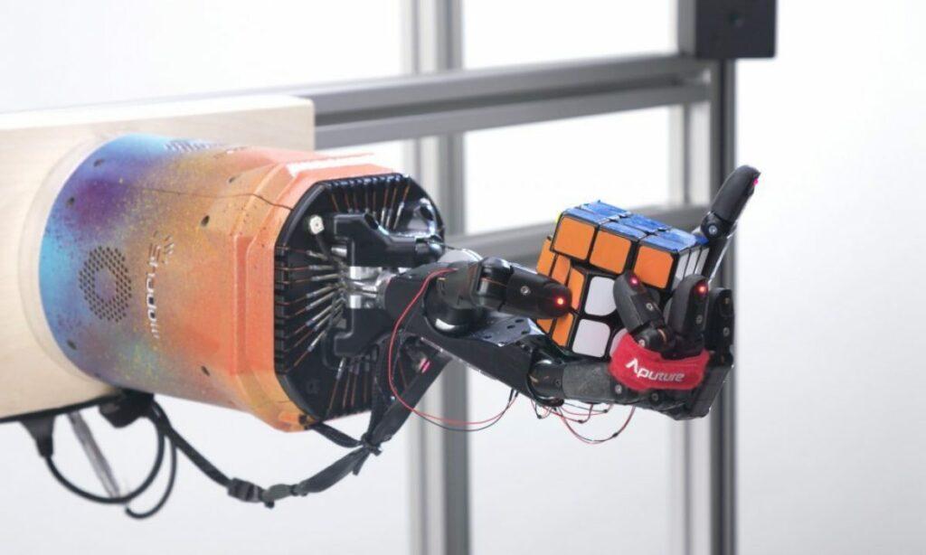 شرکت هوش مصنوعی OpenAI تیم رباتیک خود را منحل کرد