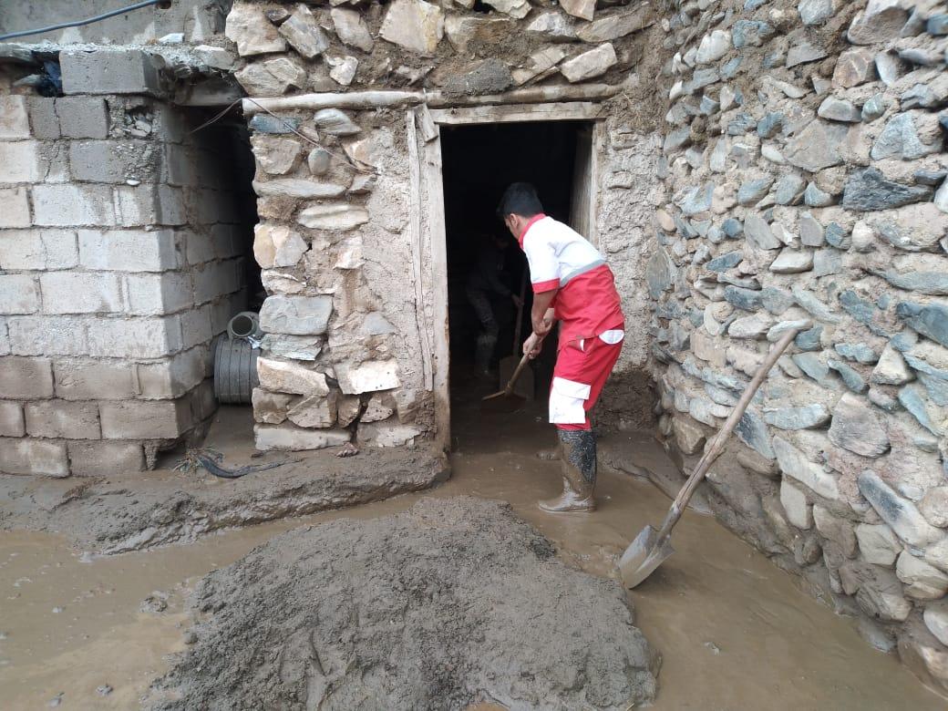 امدادرسانی هلال احمر به حادثه دیده گان ناشی از سیلاب و آبگرفتگی