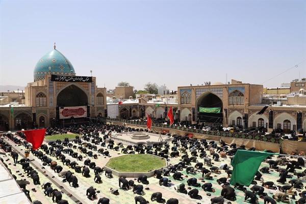 برگزاری نماز ظهر عاشورا در مسجد تاریخی جامع زنجان
