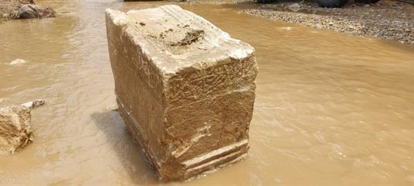 کشف کتیبه سنگی 400 ساله در روستای گلابر پس از سیل