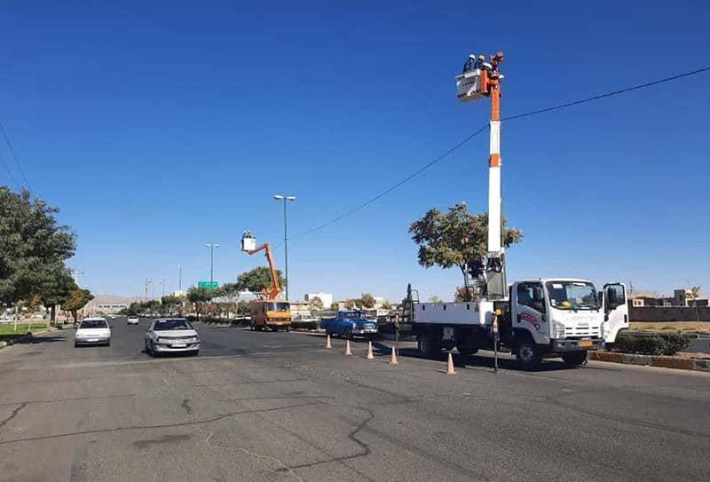 احداث کابل خودنگهدار بر روی پایههای روشنایی بزرگراه 22 بهمن