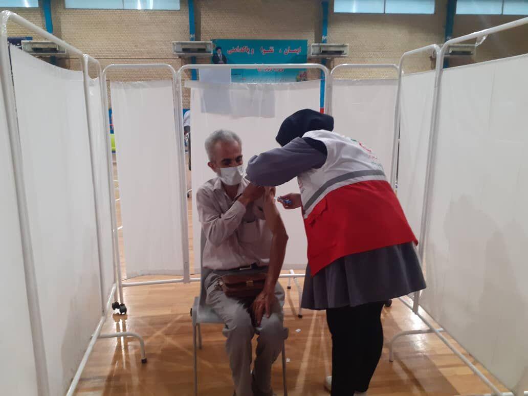 مشارکت 180 نفر از جوانان هلال احمر در واکسیناسیون زنجانی ها علیه کرونا